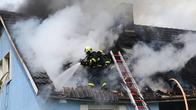 Rodinný dům v Chotovicích hořel ve čtvrtek 17. května.