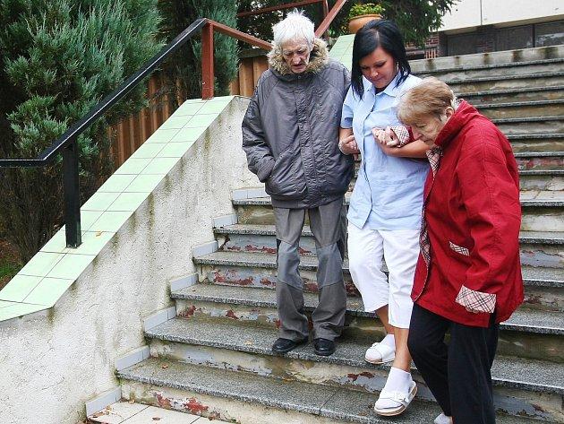 Už ne domov pro seniory. Bývalý hotel Kahan na českolipském sídlišti Lada by měl znovu sloužit jako ubytovna.