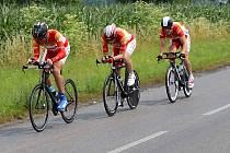 Tým MS Auto ve složení Rudolf Reichelt, Josef Semerád a Vladimír Novák se řítí pro druhé místo na Giro de Zavadilka.