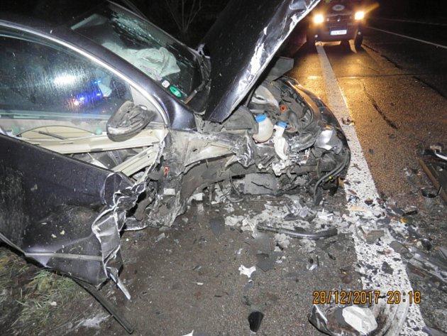 Čtyři zranění si vyžádala čtvrteční nehoda nedaleko Kunratic u Cvikova.