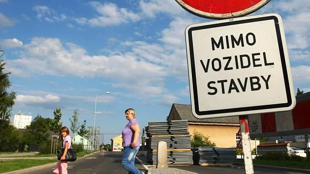 Město je od poloviny srpna z důvodu humanizace Husovy ulice rozděleno na dvě části, a tento stav potrvá minimálně do 17. listopadu.