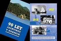 Převážně fotografická publikace na čtyřiceti stranách přináší pohled na chronologicky řazené zásadní události nebo jen momentky z plavby i čekání na vítr.