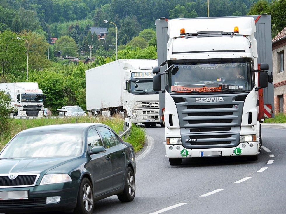 Omezení tranzitní kamionové dopravy chtějí docílit obce podél Ploučnice. Ilustrační snímek.