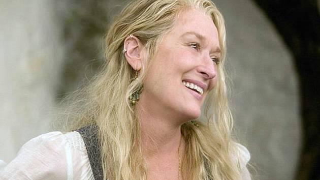 Ve filmovém hitu Mamma mia! září Meryl Streep. Dnes promítá Městské kino Nový Bor.