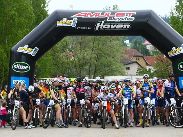 Okolo stovky závodníků tradičně startuje v cyklistickém závodu Maraton Bohemie.