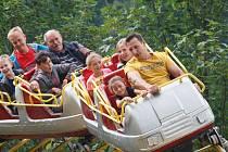 Jízdu na kolotočích, horské dráze nebo na autodromu si mohli užít návštěvníci tradiční Brnišťské pouti.