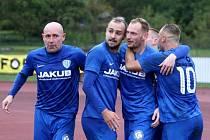 Karel Knejzlík (druhý zleva) odchází z České Lípy do třetiligového týmu FK Přepeře.
