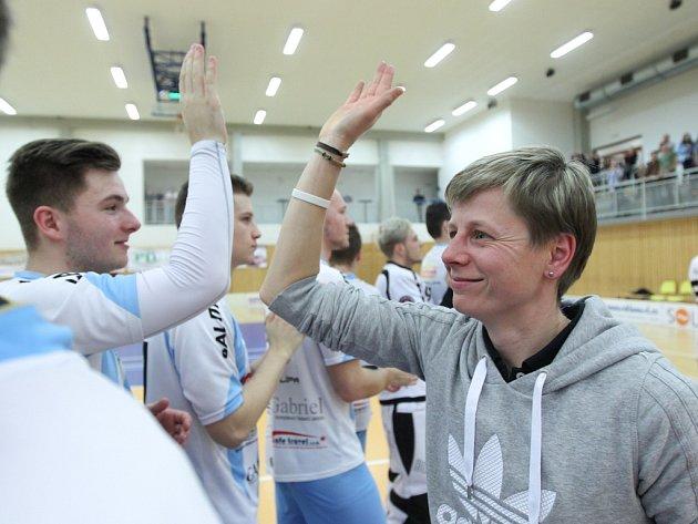 Prvoligové florbalisty České Lípy trénuje Lenka Bartošová od začátku sezony a nyní se s týmem pokusí splnit dlouholetý sen FBC postup do nejvyšší soutěže.