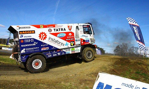 Na nedělním Dakar Setkání se vSosnové představily špičkové české týmy, které se této soutěže účastní. Show si nenechalo ujít téměř osm tisíc návštěvníků.