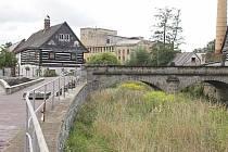Povodí Ohře na základě povodňových rizik vytyčilo zátopovou oblast kolem říčky Svitávky, která protéká centrem Zákup. Městu i zdejším občanům se zdá vymezené území příliš rozsáhlé, a proto žádalo Povodí Ohře o zmenšení zátopové zóny.