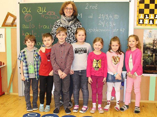 Žáci 1.ročníku Základní školy Sloup vČechách spaní učitelkou Michaelou Suchardovou.