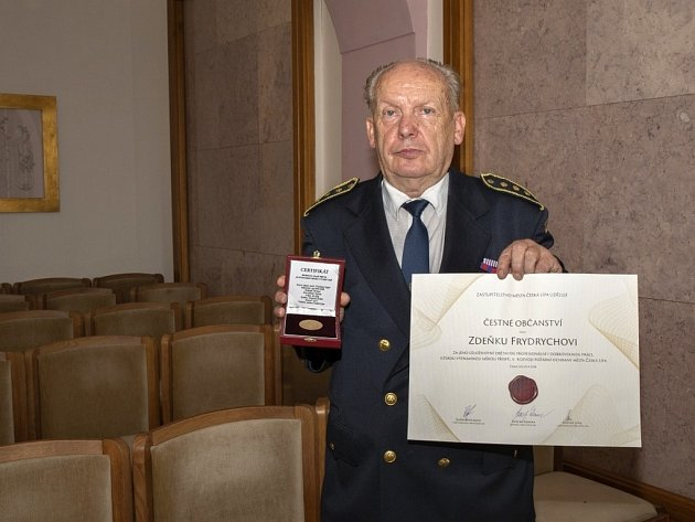 Hasičská legenda Zdeněk Frydrych převzal čestné občanství města Česká Lípa.
