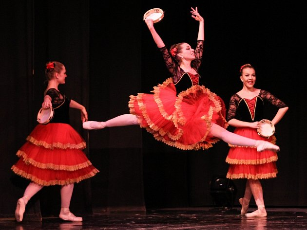 Profesionální balet soubor Ballet Magnificat! z amerického státu Mississippi navštívil v rámci svého světového turné v úterý večer Jiráskovo divadlo v České Lípě.