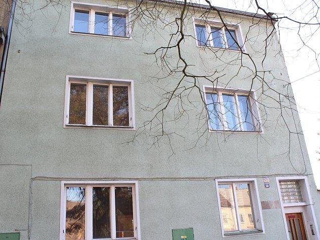 VPartyzánské ulici vČeské Lípě nechá kraj opravit dům za 6,8milionů korun. Nastěhují se sem postižené ženy zJestřebí.