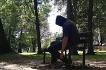 Oblíbené místo narkomanů v českolipském městském parku.