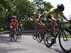 Českolipský cyklista Jaromír Svoboda (úplně vlevo) jel ve skupině favoritů závodu Tour de Malá Skála.