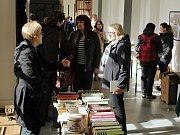 Všude samé knihy. Ambit Augustiánského kláštera zažil invazi čtenářů.