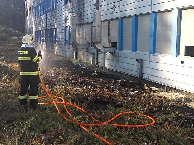 K požáru u pece pro odlévání hliníku došlo v úterý odpoledne ve Stráži pod Ralskem.