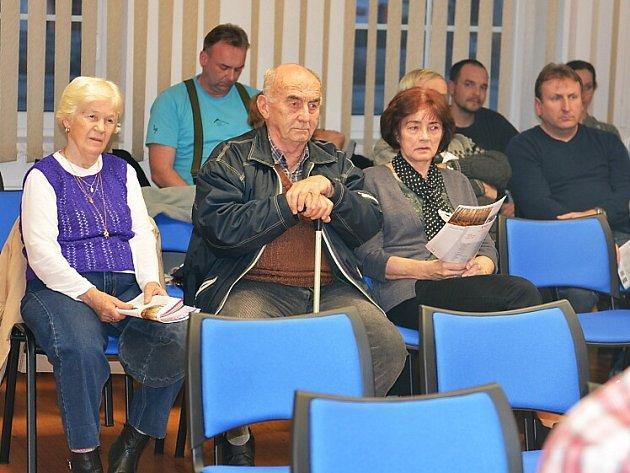 Za obyvateli Českolipska zamířil hejtman Martin Půta. Tentokrát zavítal do obce Ždírec u Doks a Brniště, kde se na besedách setkal s místními zastupiteli i občany.