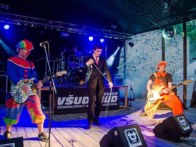 Punková kapela Pupíček nebude chybět na českolipském festivalu Všudybud, který se na Vodním hradě Lipý bude konat už příští pátek a sobotu.
