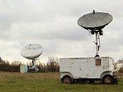 Dnes jsou po přilehlé louce rozeseté paraboly radioteleskopů a další měřící přístroje.