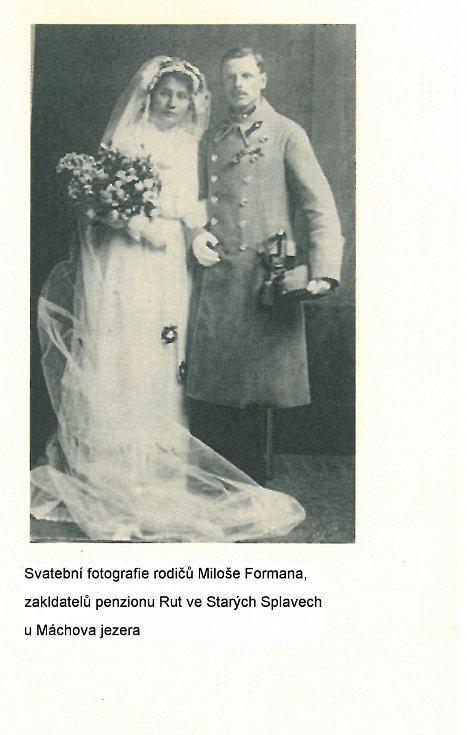 """Z knihy Miloše Formana """"Co já vím?"""". Svatební fotografie rodičů Miloše Formana, zakladatelů penzionu Rut ve Starých Splavech u Máchova jezera."""