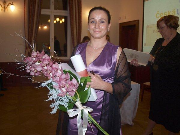 Ocenění za projev lidskosti zamířilo také do sportovní oblasti. Převzala jej Dana Michutová, která trénuje shandicapovanými klienty Denních a pobytových služeb Česká Lípa.