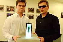 Vítězi výtvarné soutěže Světlo pro hospic se s dílem Via ultimata stali studenti Matěj Kapitán a Martin Jašontek.