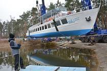 Velké manévry probíhaly téměř celé pondělí poblíž přístaviště výletních lodí v Doksech.