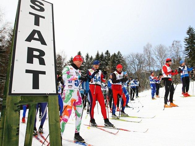 Závodníci se postaví mimo jiné na start běžeckého závodu na lyžích.