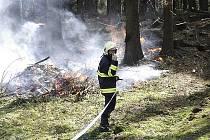 Požárů ve volné přírodě v posledních dnech značně přibylo.