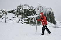 Sníh si na Českolipsku lidé užívali na lyžích i na bobech.