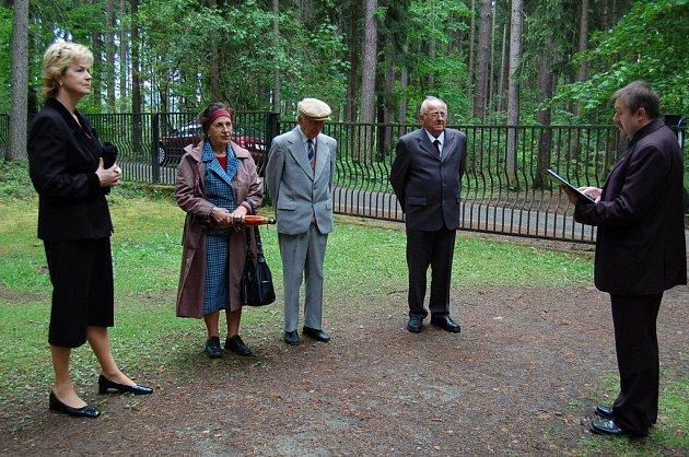 Pietní akci byli přítomni i pamětníci a účastníci druhého odboje