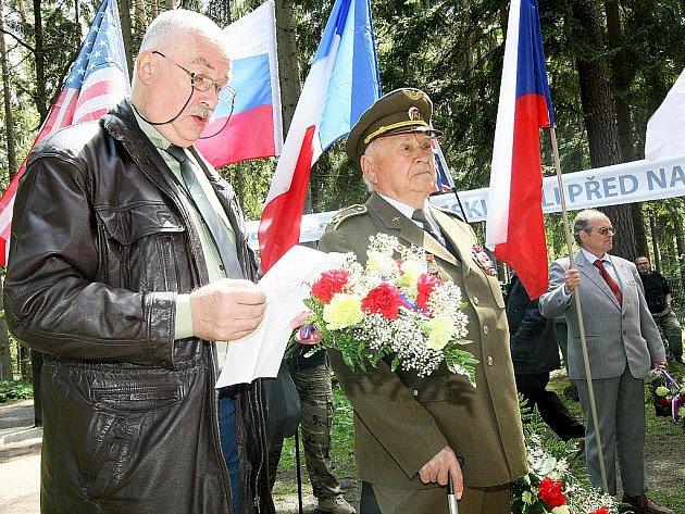 Na novoborském Lesním hřbitově proběhl pietní akt, kterým si přítomní připomněli 65. výročí konce druhé světové války.