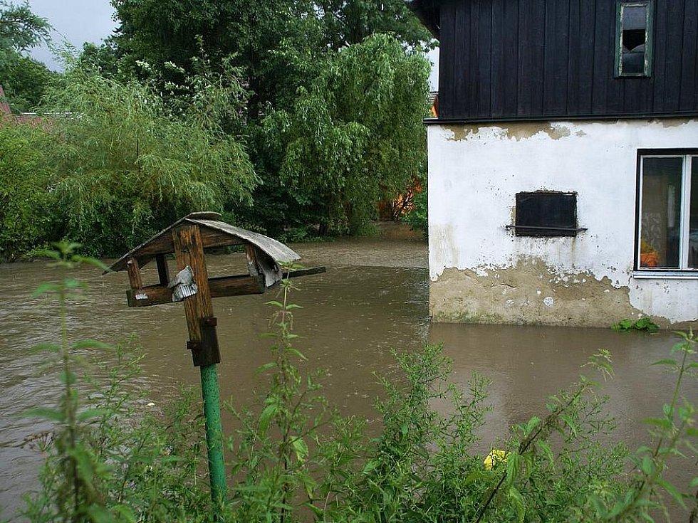 Velká voda se nevyhla ani Skalici u České Lípy.