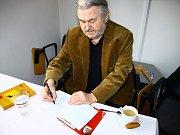 V Městském muzeu v Mimoni v sobotu začala výstava Františka Ringo Čecha.