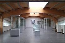 Nové vitríny v úplně nové přístavbě Ajeto Art Glass Musea.