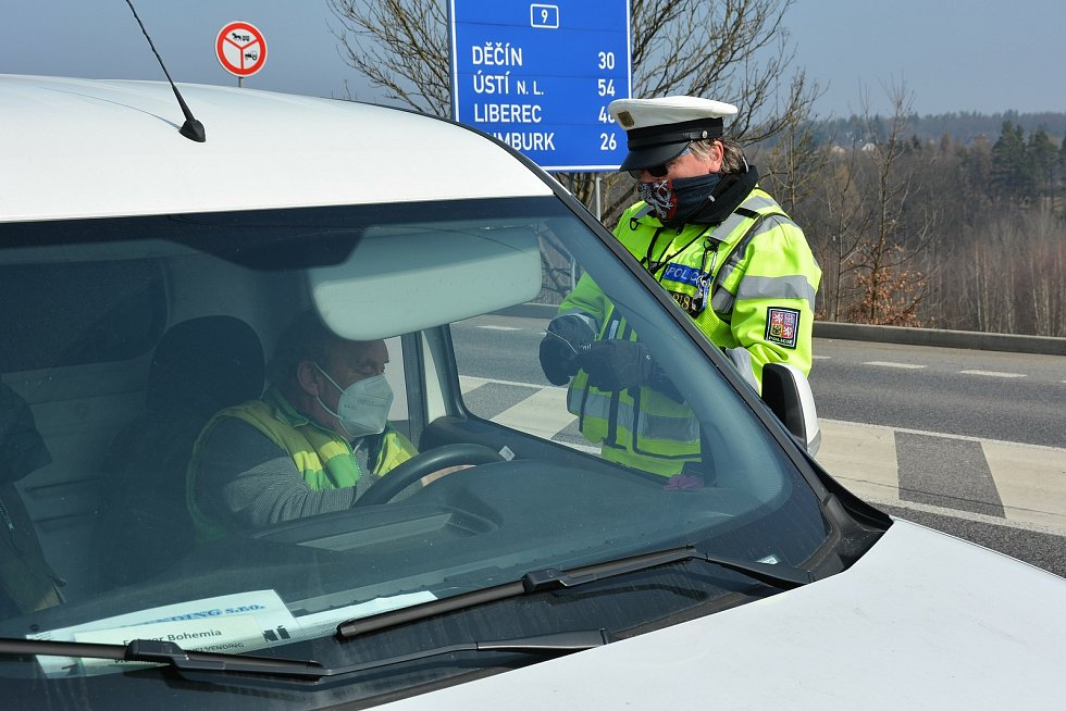 Policista Filip Hloušek slouží v České Lípě na dopravním inspektorátu, u dohledu nad silničním provozem.