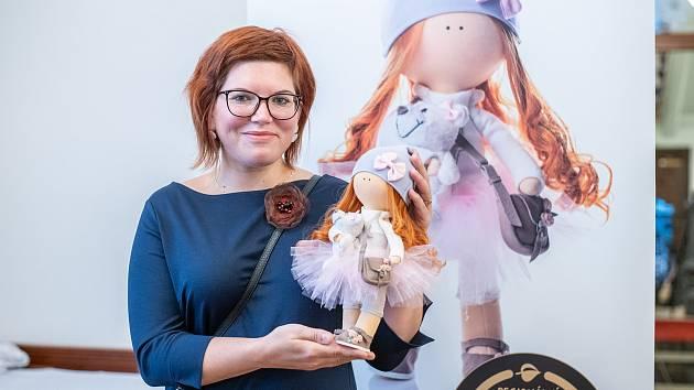 Absolutním vítězem třetího ročníku soutěže Regionální českolipský výrobek roku se stala textilní dekorativní panenka Nanynka od Věry Najbrtové z Nového Boru.