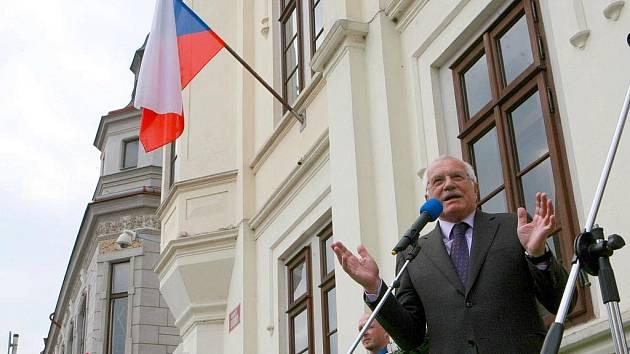 V rámci třídenní návštěvy Libereckého kraje zavítal prezident Václav Klaus s chotí Livií do Zákup.