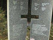 Pomník osmi popraveným Němcům v Novém Boru.
