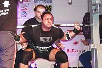 Dan Dvořák obsadil na mistrovství české republiky v silovém trojboji stříbrnou pozici. Na snímku ze závodů TOP Powerlifting v Bardejove (SR) zdolává ve dřepu činku v hodnotě 370 kg.