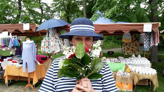 Kamila Dvořáková na trhu.