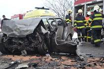 Ve čtvrtek odpoledne ochromila provoz na silnici I/9 mezi Jestřebím a Zahrádkami vážná dopravní nehoda.