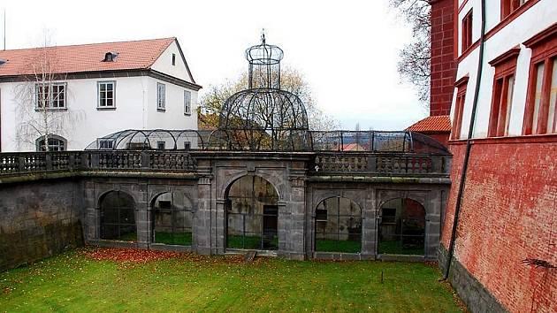 Barokní voliéra na zákupském zámku.