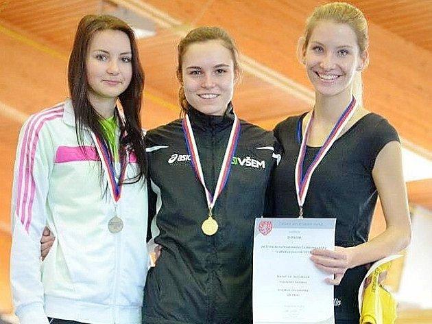 První cenný kov z mistrovství republiky si ze Stromovky přivezla Natálie Kozáková (vlevo).