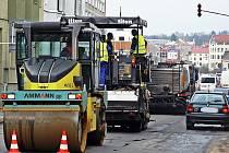 S dopravním omezením v Hrnčířské ulici musíme počítat do konce příštího týdne.