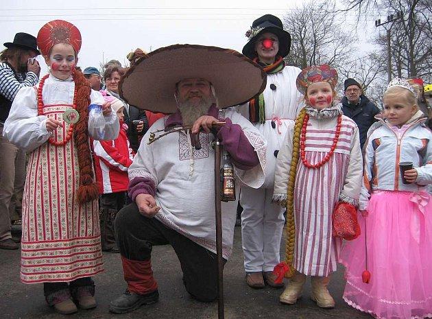 Oslavy masopustu vypuknou v následujících dnech a týdnech na mnoha místech Českolipska. Například v Oknech, kde se v loňském roce sešla řada originálních masek.