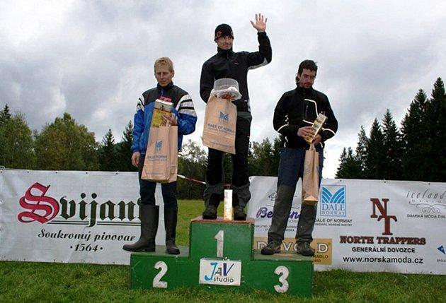 Ti nejlepší. Zleva Bartůněk (TJ Bižuterie JBC), Novota (TT Cyklorenova Cviko), Farář (HO Komorní výtah Pardubice).