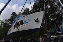 Opravený Máj se vrátil na hladinu Máchova jezera.